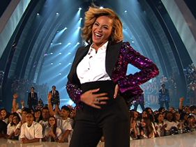 Beyoncé performs at the 2011 VMAs