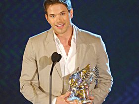 Kellan Lutz accepts the Do Something Award For Animals