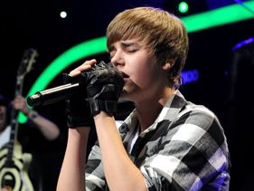 "Justin Bieber performs at ""Jingle Ball 2010"""
