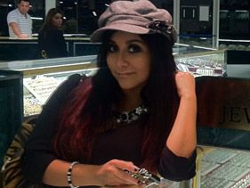 Snooki at B&B Jewelers in New Jersey