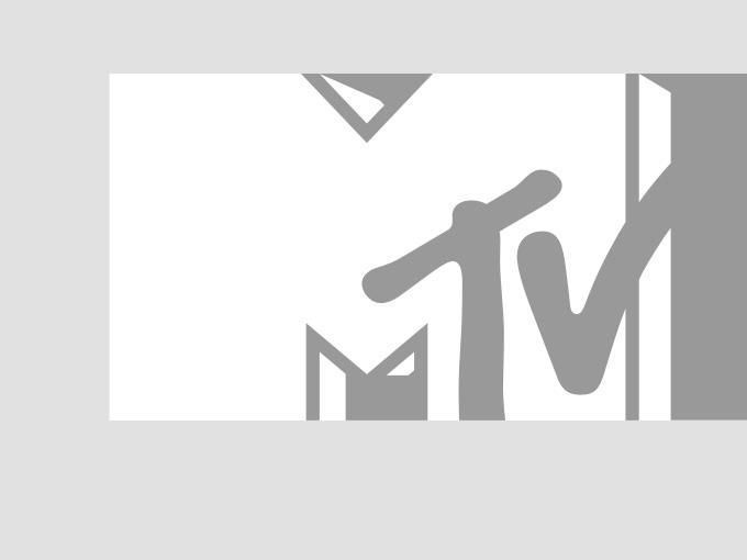 Travie McCoy on the white carpet at the 2010 MTV VMAs